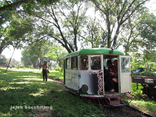 kereta wisata mini Loko Tour untuk jarak tempuh 20 km