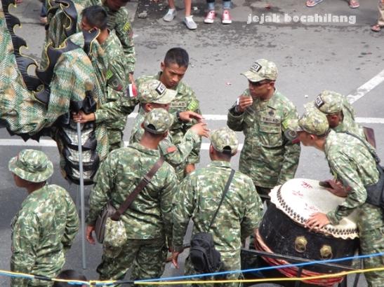pemain tarian Liong di Grebeg Sudiro