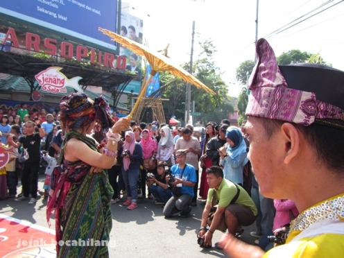 kreasi tari payung dari Red Batik