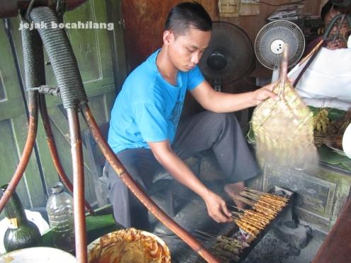 penjual Sate Blora di Jalan Pemuda
