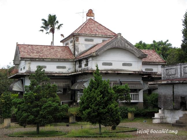 istana kembar milik Nitisemito