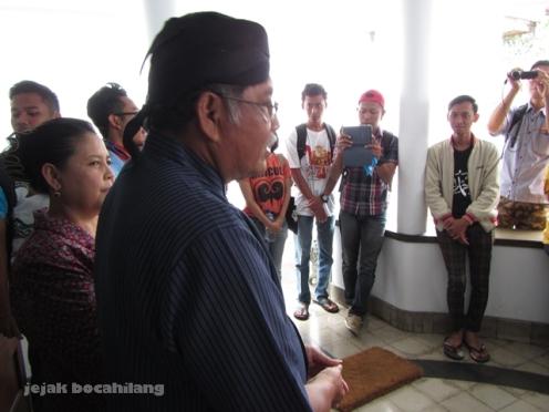 Pak Soewarno dan Bu Supiyah menyambut kawan dari komunitas