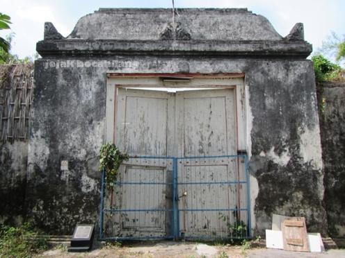 gerbang utama nDalem Hadiwijayan