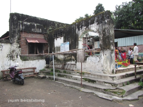 bangunan utama nDalem Kanjengan yang sudah tidak utuh