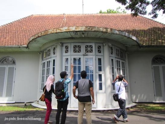 menggagumi arsitektur rumah dinas dokter dan perawat