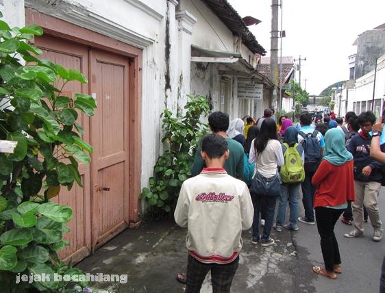 lewat di depan bekas kediaman RM Sayid, penulis Babad Sala