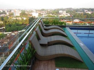 swimming pool Harris Ciumbuleuit