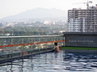 sky pool Harris Ciumbuleuit Bandung