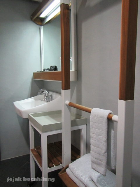 bathroom Deluxe Room