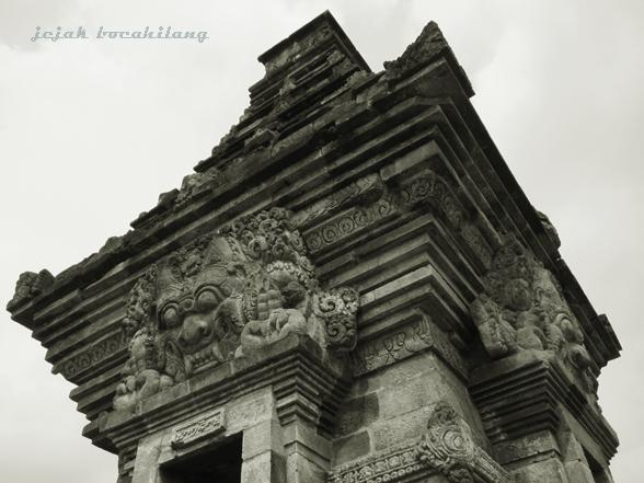 Candi Angka Tahun dengan patung Ganesha di dalamnya