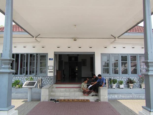 pintu masuk Istana Gebang
