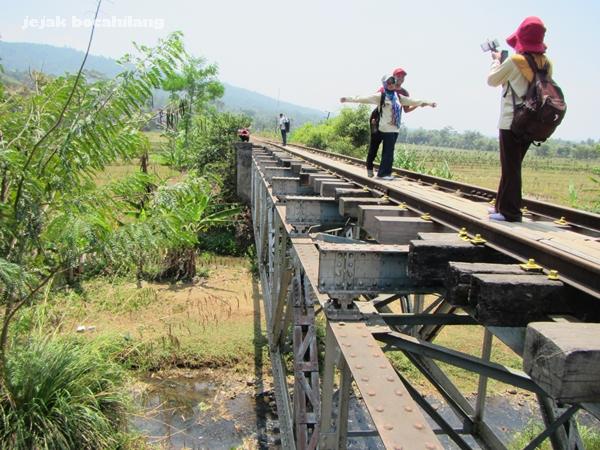 jembatan dekat Stasiun Jambu