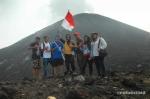 foto bareng di Gunung Anak Krakatau ( foto by: @rohimzaid )