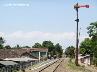 jalan masuk kereta ke Stasiun Ambarawa