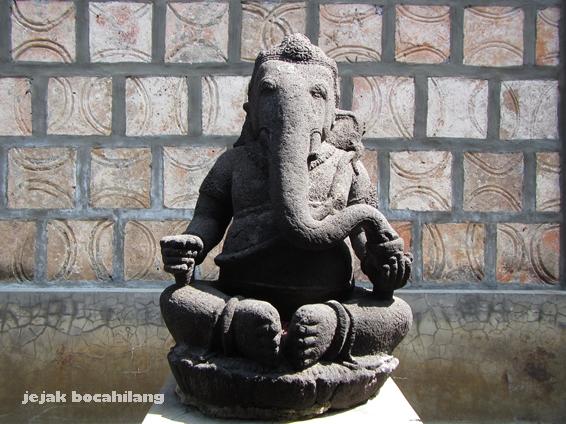 Ganesha dengan latar batu bata peninggalan Keraton Kartasura - nDalem Hardjonegaran