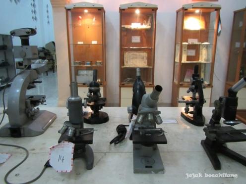 koleksi di bangunan pertama Museum Kesehatan