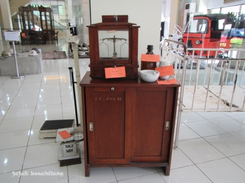 peralatan rumah sakit tempo dulu di Museum Surabaya