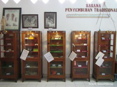 display kesehatan tradisional di Museum Kesehatan