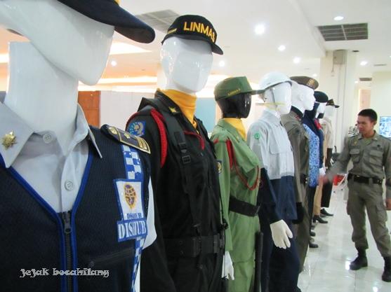 seragam Linmas di Museum Surabaya
