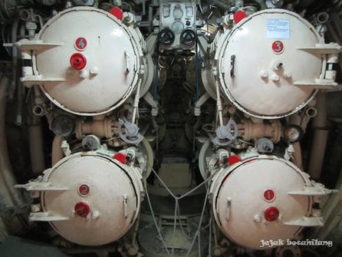 empat lubang torpedo di Ruang Torpedo