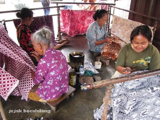 pengrajin batik di nDalem Hardjonegaran