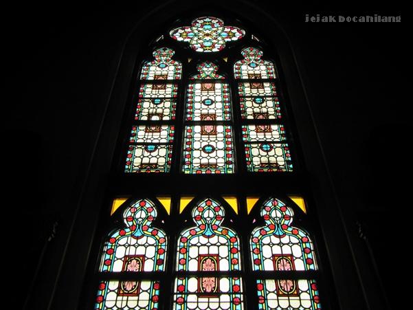 kaca patri di Gereja Katedral