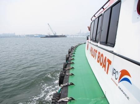 keliling perairan sekitar Pelabuhan Tanjung Priok dengan Pilot Boat
