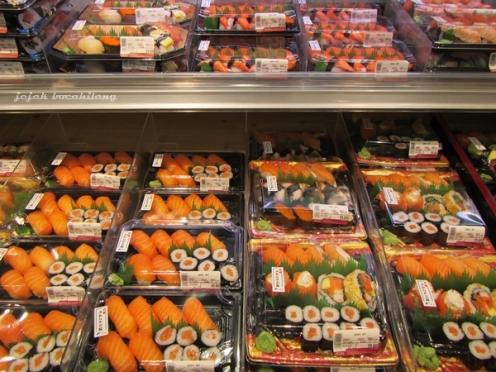 sushi yang menggoda di AEON Mall