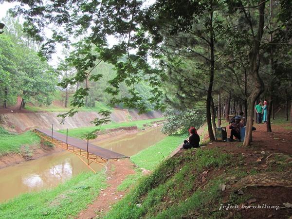 track gowes menyeberangi Sungai Cisadane