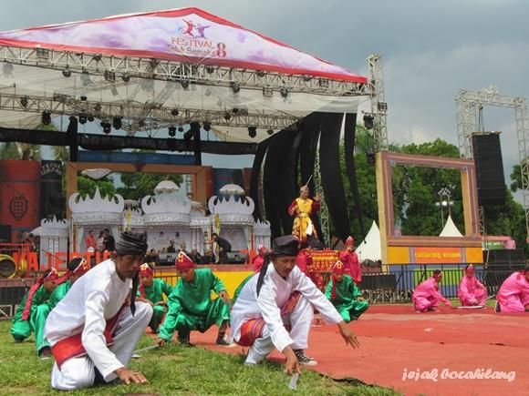 salah satu keseruan Festival Teluk Semaka 2015