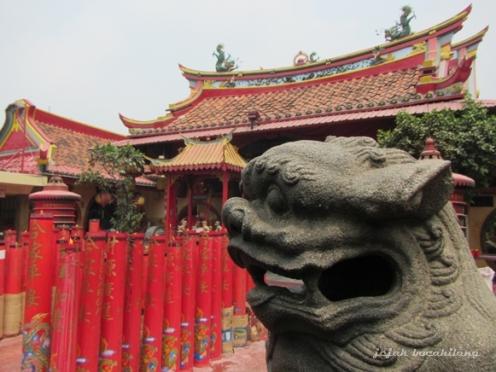 Patung Singa depan Klenteng Boen Tek Bio yang dibangun tahun 1827
