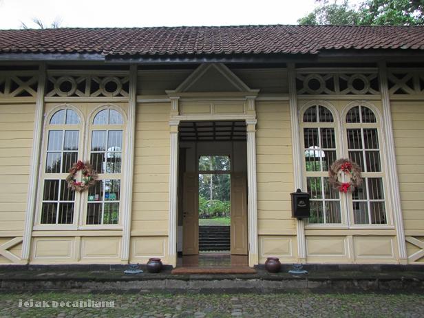 pintu depan Stasiun Mayong - Mesa Stila