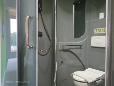 kamar mandi kapsul di POP! Hotel BSD City