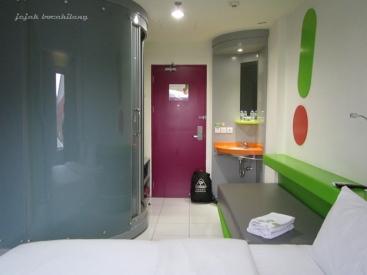 kamar di POP! Hotel BSD City