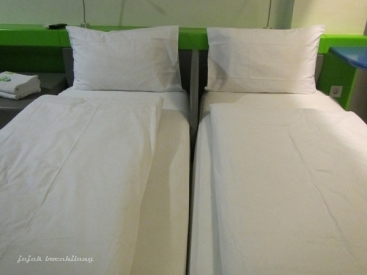 twin bed POP! Hotel BSD City