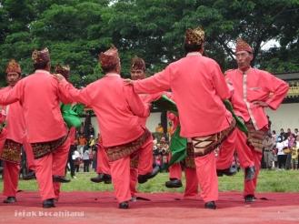 tari penggiring penganti suku Pepadun