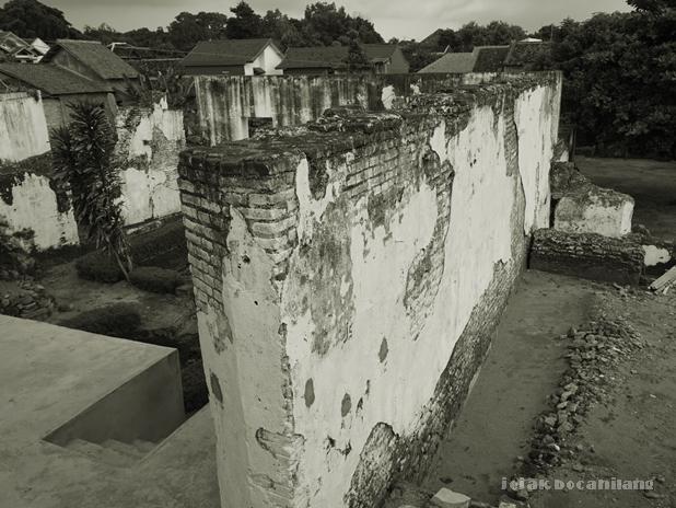 tembok pembatas Pesanggrahan Rejowinangun