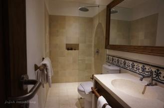 bathroom Hotel Adhisthana