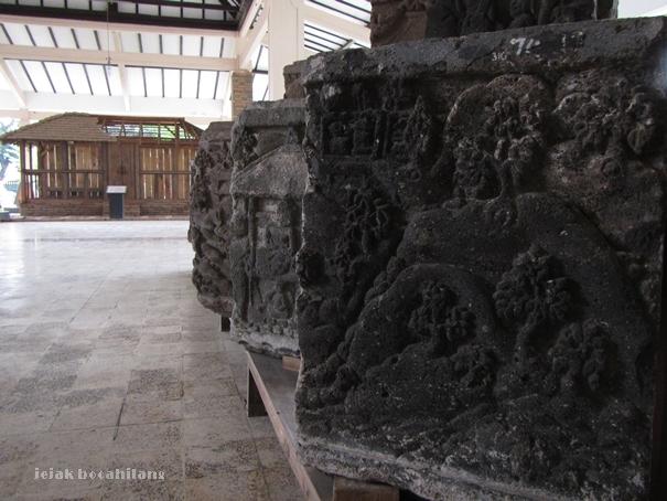 relief candi-candi di Jawa Timur di Museum Trowulan