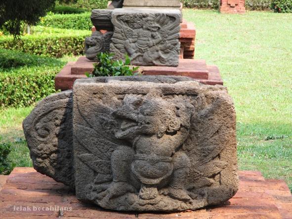 relief Garuda peninggalan candi Majapahit
