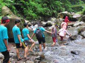 jalan menuju Air Terjun Madakaripura