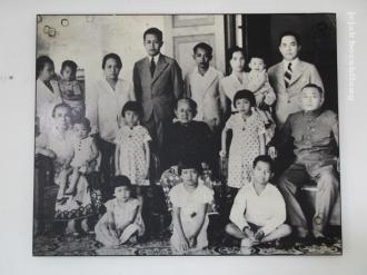 foto keluarga Martha Tilaar