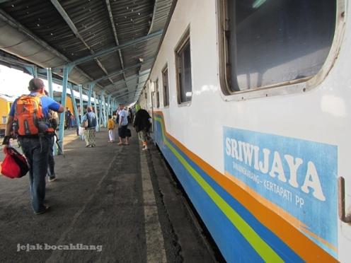 KA Sriwijaya tiba di Stasiun Kertapati, Palembang