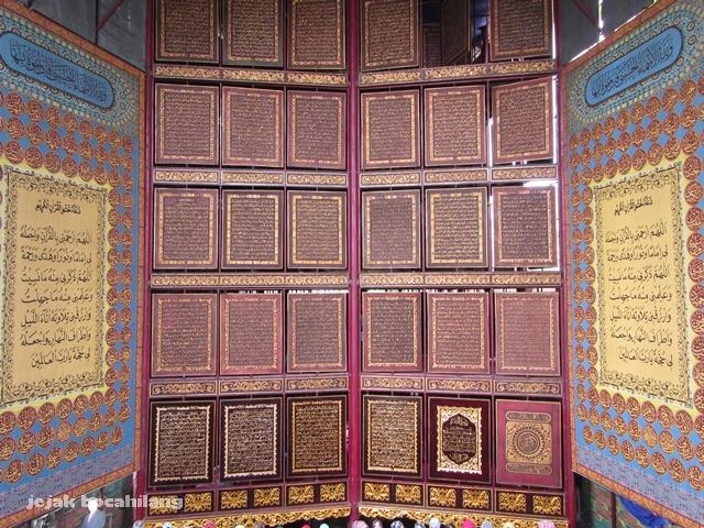 susunan horizontal bait Al Quran di Palembang