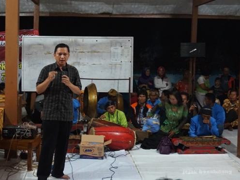 Pak Bayu Nugrogo, Kepala Desa Dermaji memberikan sambutan