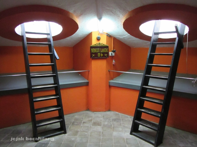 tangga menuju lantai 8 Monpera