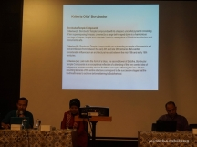 (kiri ke kanan) Nahar Cahyandaru, moderator, Dwi Pradnyawan