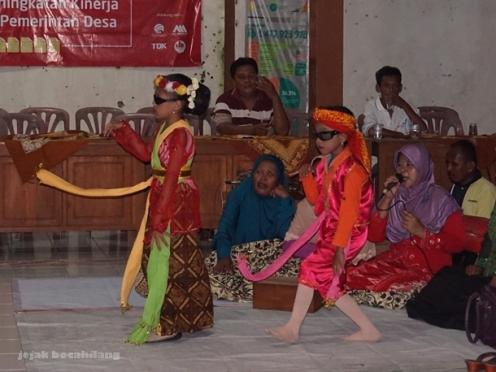 dua penari Sintren Desa Dermaji Banyumas