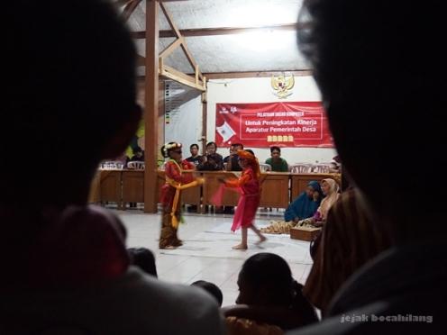 dua penari Sintren di Desa Dermaji - Banyumas
