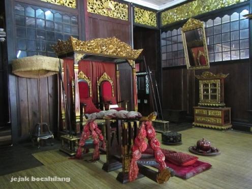 kursi pelaminan Rumah Limas - Palembang